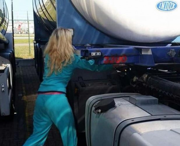 Una mujer de 29 años, transporta de toda clase de mercancías peligrosas. «Algunos me dicen que estoy loca»